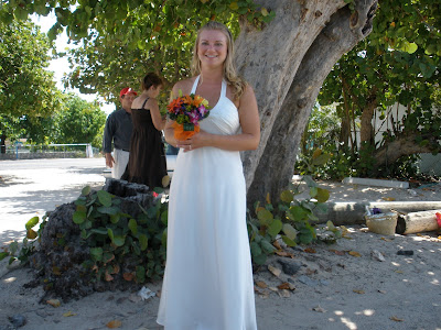 Barefoot Beach Wedding for Cruisers to Cayman - image 1