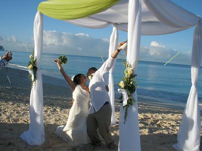 Sunrise Christmas Eve Wedding in Grand Cayman - image 8
