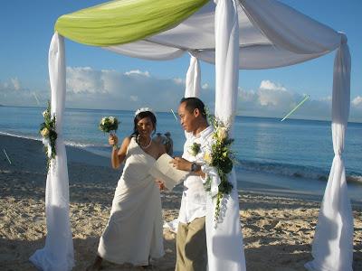 Sunrise Christmas Eve Wedding in Grand Cayman - image 7