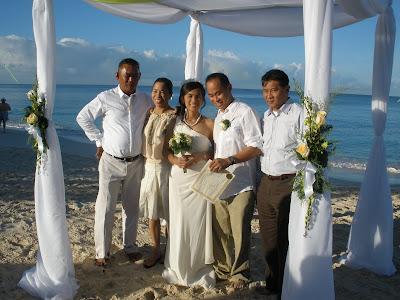 Sunrise Christmas Eve Wedding in Grand Cayman - image 6