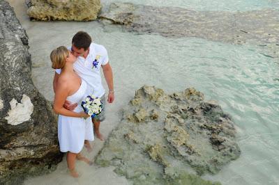 Grand Cayman Beach Wedding Dazzles for Missouri Newly-Weds - image 7