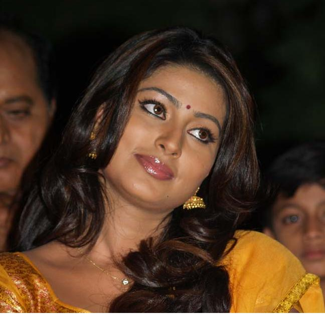 Sneha Sexy Face Close up Pics