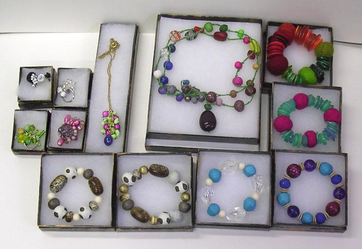 [jewellery---chunky-+-the-fe.jpg]