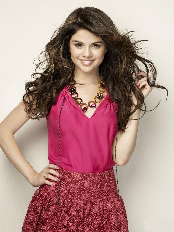 http://1.bp.blogspot.com/_Z8jz_BnvQfI/TEg4YyzbUZI/AAAAAAAAAB4/xGaUmlzvSjk/s1600/Selena.jpg