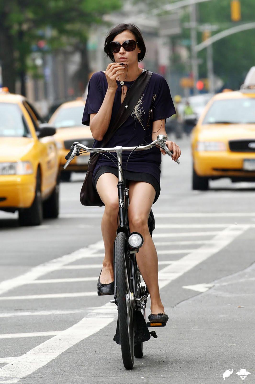 http://1.bp.blogspot.com/_ZAQo1BXF950/TL_oVOPL4ZI/AAAAAAAACME/HWOCmKmHzhU/s1600/famke_jansen_bike_03.jpg