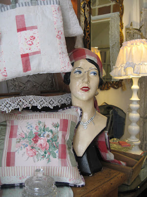 Suzy\'s Vintage Attic: Favourite shops in Bath - Susannah Decorative ...