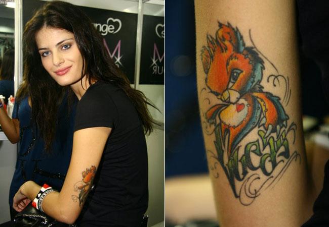 Top Isabeli Fontana Tem 2 Tatuagens A Mais Antiga Feita Em Homenagem