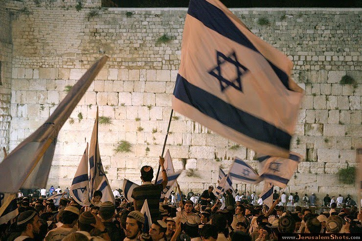 http://1.bp.blogspot.com/_ZCFpXcxDZdI/S7ojH4cNleI/AAAAAAAAAAM/BkGrQlOorQc/S740/Western-Wall-Jerusalem-Day-3.jpg