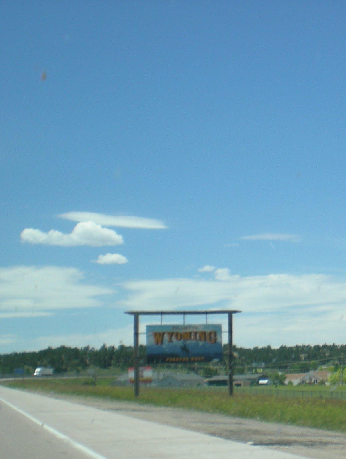 http://1.bp.blogspot.com/_ZDz-OKiv4PA/TEJeE7ltHbI/AAAAAAAAADM/nZ3Q8IZJI6U/s1600/Wyoming+Sign.jpg