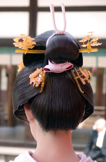 Ŧhe ₵oincidental Ðandy: The Intricate Hairstyles of Geisha