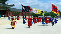 Guards on the go at 경복궁 (Gyeongbok Palace)