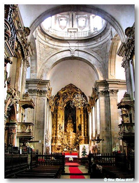 Interior do mosteiro de Refojos
