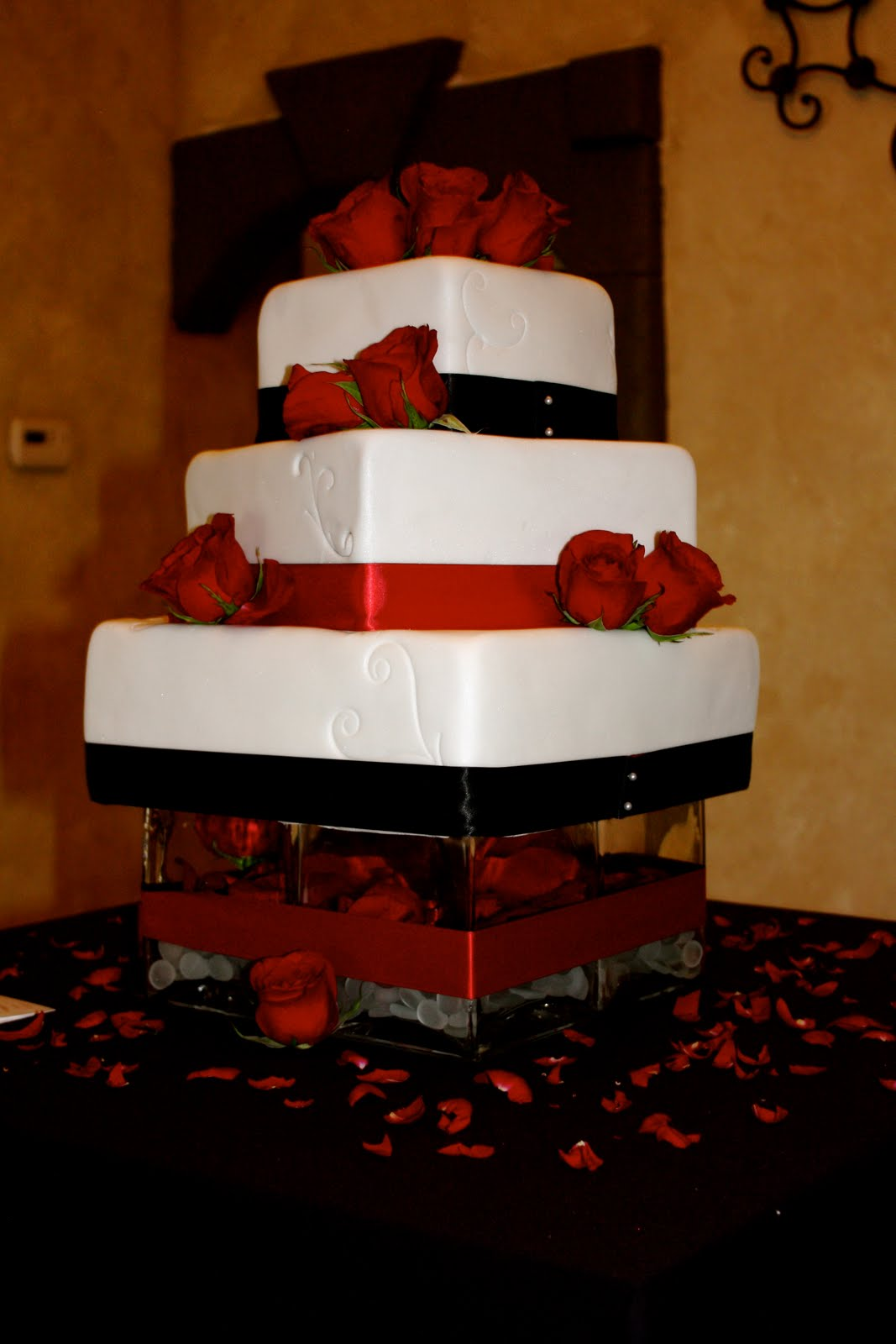 bumble cakes jessica brent black red and white wedding square wedding cake. Black Bedroom Furniture Sets. Home Design Ideas