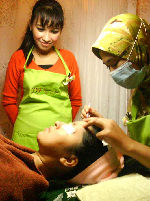 Facial in session
