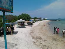 Pantai dengan air yang jernih
