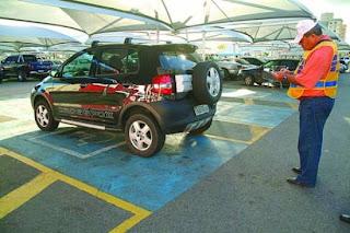 Fiscais vão multar motorista que estacionar em vaga de idoso e deficiente