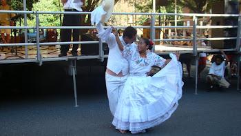 Clip en la foto JOHN LAYSECA Fiestas Patronales y Tusuykusun en New Britain, Connecticut, USA.