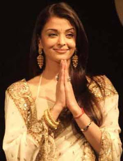 Aishwarya Rai's attires charms Malaysian Indians