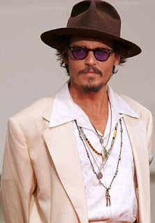Johnny Depp says no to mobile phone