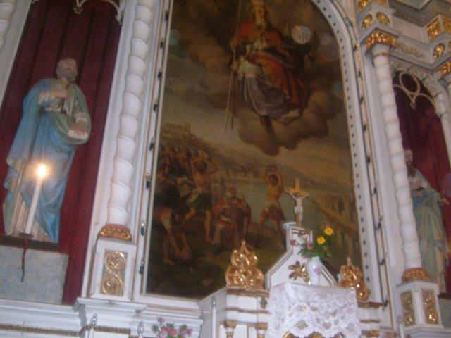 Din interiorul bisericii