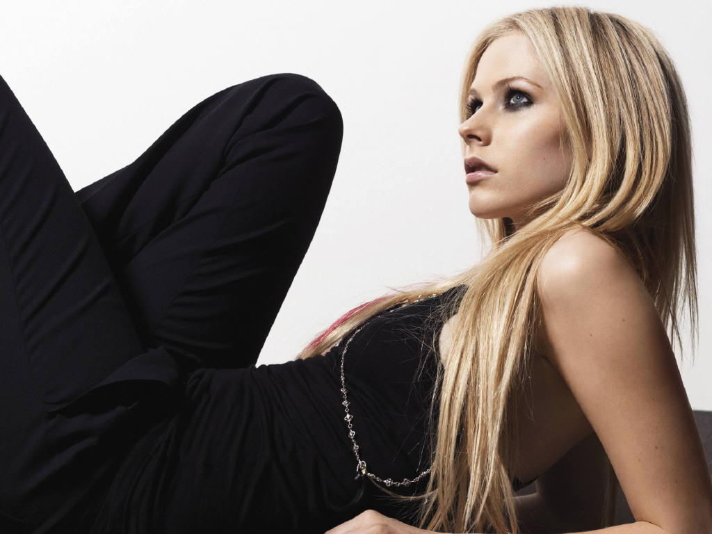 http://1.bp.blogspot.com/_ZRj5nlc3sp8/S97a9xypMfI/AAAAAAAACcA/jLV4ix4gsoE/s1600/Avril+Lavigne+wallpapers+2.jpg