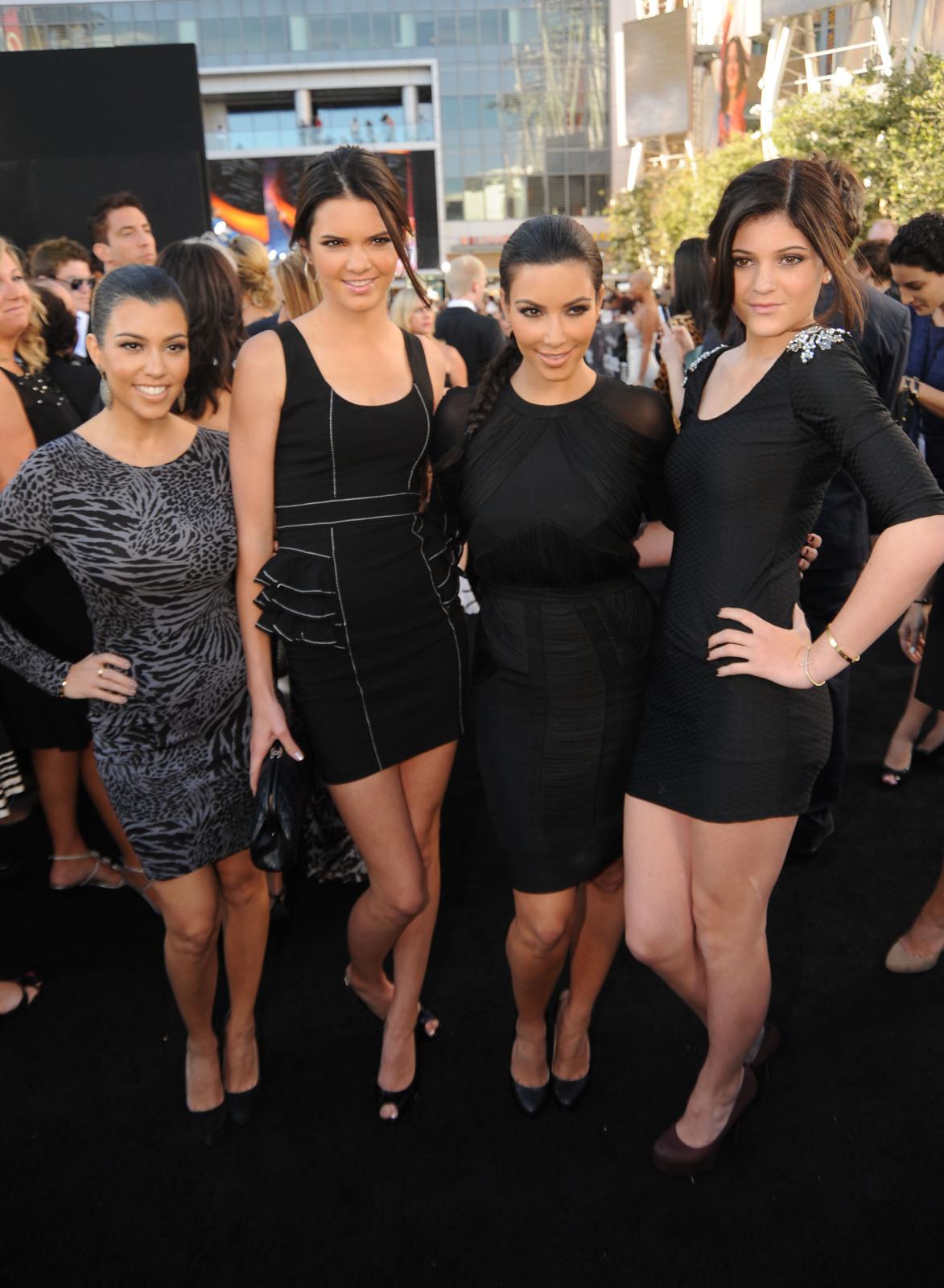 http://1.bp.blogspot.com/_ZRj5nlc3sp8/TCbWPwDFwTI/AAAAAAAAJ64/qlbH8Zg0_j4/s1600/Kardashians+at+The+Twilight+Saga++Premiere+1.jpg