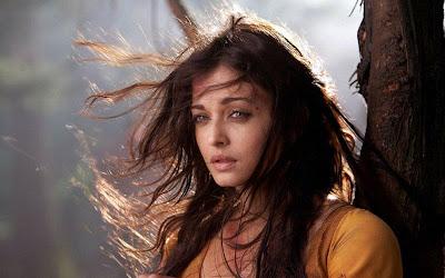 Aishwarya Rai Hot Photos in Movie Ravana 02