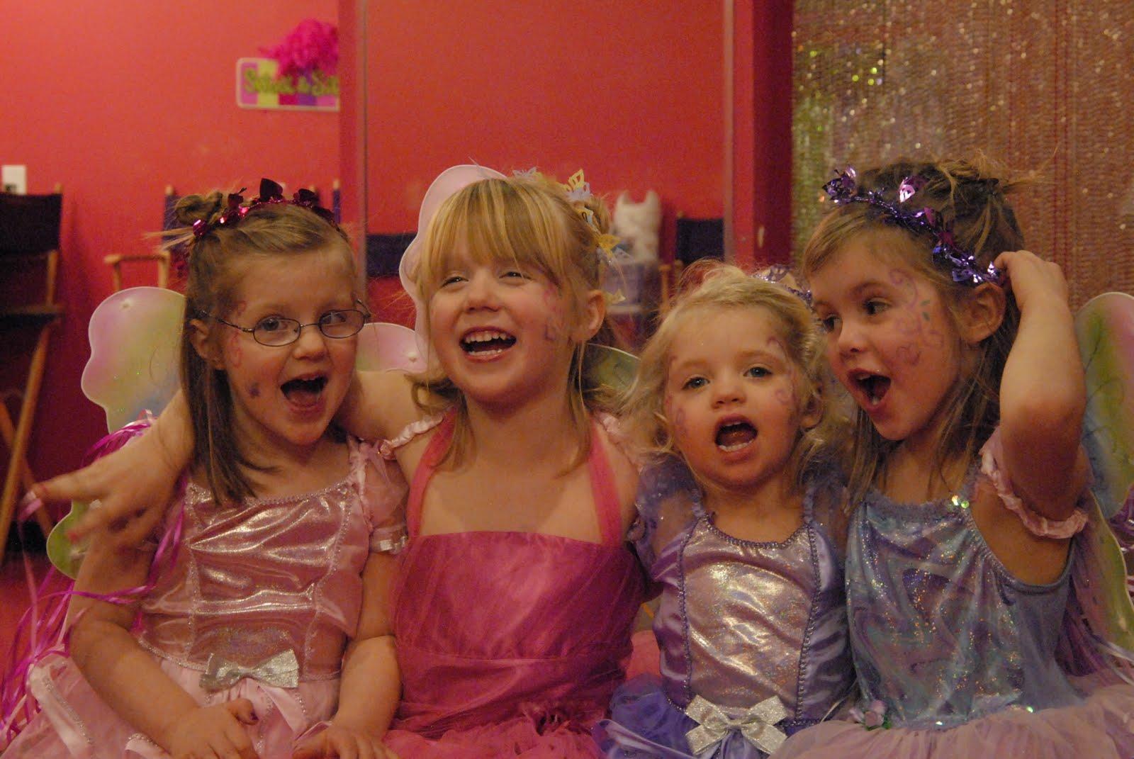 Viewing Gallery For - Little Girl Best Friends Best Friends Holding Hands Girls