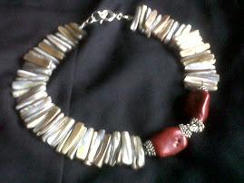 Collar coral rojo y concha de nacar coleccion Primavera verano 2010 inspirado en Frida Kahlo