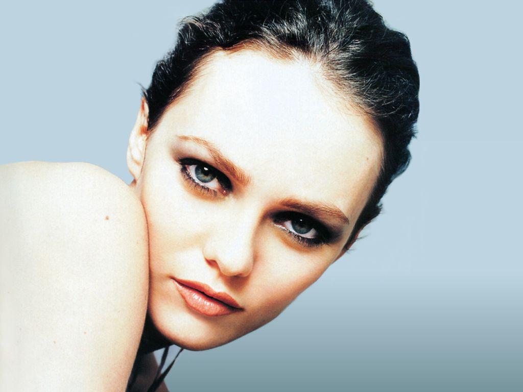 http://1.bp.blogspot.com/_ZWeCed-Fu_A/S8yBzZv5wPI/AAAAAAAAAcI/URoRRHlOG9k/s1600/Vanessa_Paradis.jpg
