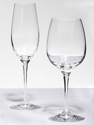 glas op witte achtergrond