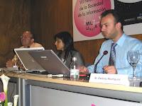 De izda a dcha:Ignacio Esteban de EFE, la moderadora de Eva Franco y Jaime Estévez de EuropaPress.net. Pincha en la imagen para ver más fotografías del Sicarm