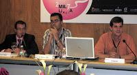 De izda a dcha: el moderador Álvarez Teijeiro, el profesor de Tecnologías de la Información de la UCAM, José Manuel Noguera, y el vicedecano de la Universidad de Murcia, Juan Miguel Aguado. Imagen de Rosa Guilló