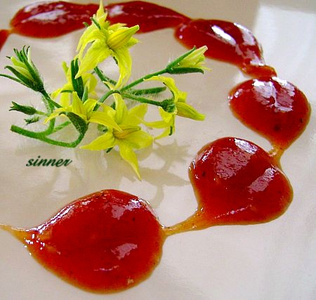 Tomato flower and sauce