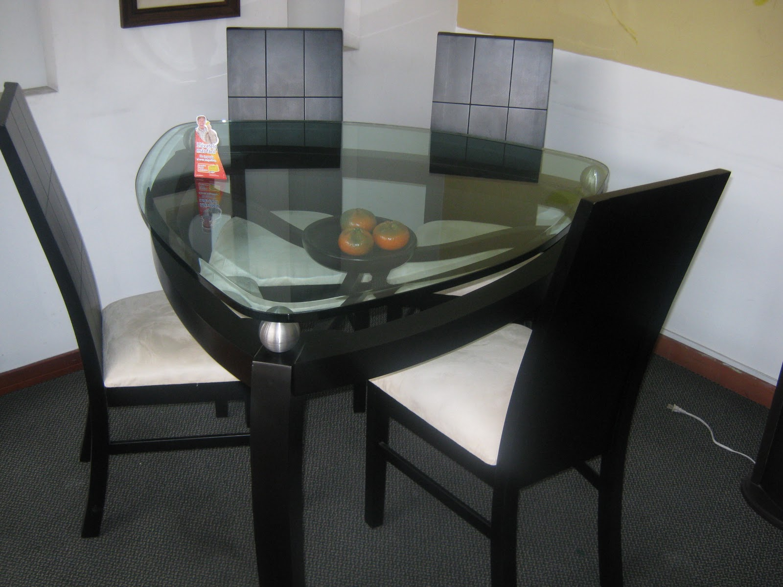 Almacen outlet artek muebles y accesorios for Comedor gota