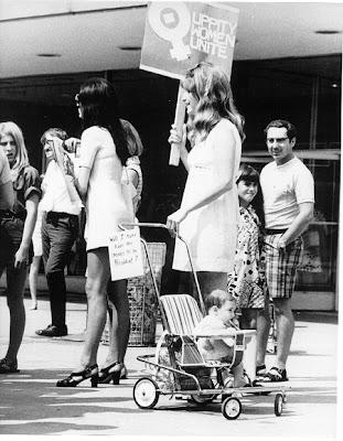 http://1.bp.blogspot.com/_ZbDKf8rNxQU/RhoK4bm3_DI/AAAAAAAAAFc/IroDPdE-5B0/s400/Women%E2%80%99s+March+at+Garden+State+Plaza,+Paramus,+NJ+1970.jpg