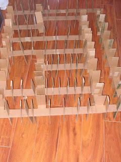 Meuble-en-carton-decoupes-transverses