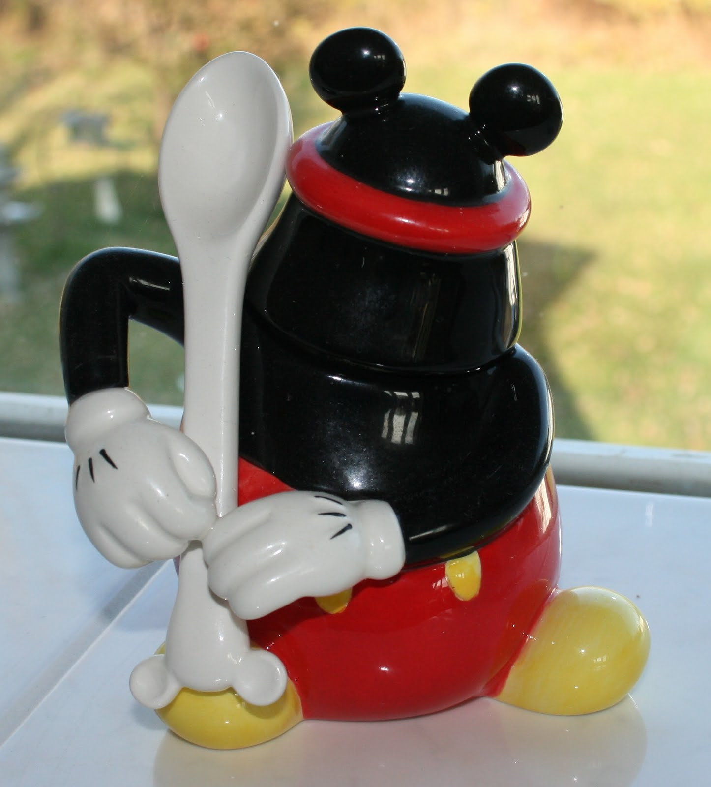 1000 images about disney home decor on pinterest mickey for Mickey mouse kitchen accessories