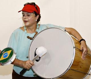 http://1.bp.blogspot.com/_ZeVvsVFlw8A/S4rJtkbq68I/AAAAAAAAHqI/bNILJ0ZWdNY/s400/Dilma+bumbo.jpg