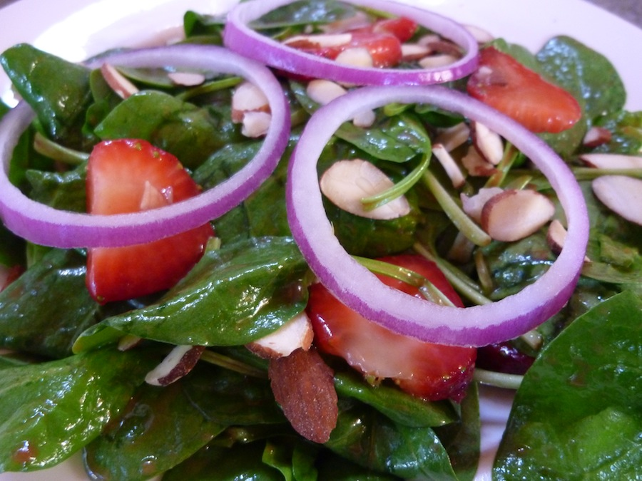 Foods For Long Life: Raw Vegan Spinach And Strawberry Salad With ...