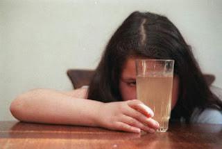 Superdosagem de produtos químicos aplicada pelo Saerb pode causar câncer de estômago