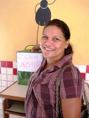 Professora Lúcia Ribeiro reeleita presidente do SINTEAC - Quinari