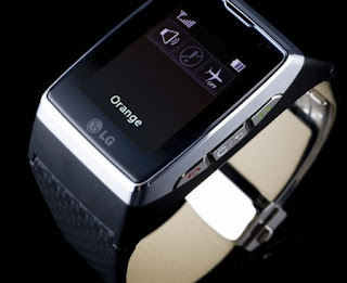 LG's GD910 Watch Phone