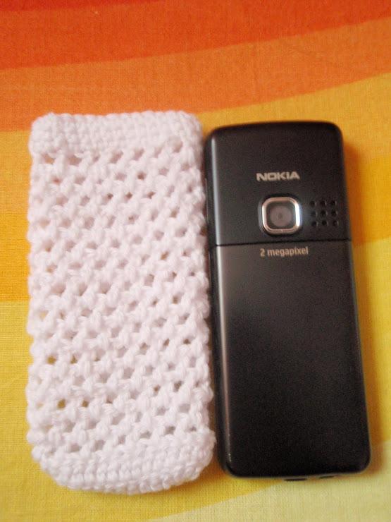 Cod 082. Husa telefon mobil dimensiuni 106 x 44 x 12 mm. Pret 15 ron.