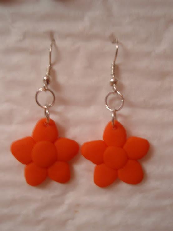 Cod 106. Cercei floare - portocalii. Pret 10 ron