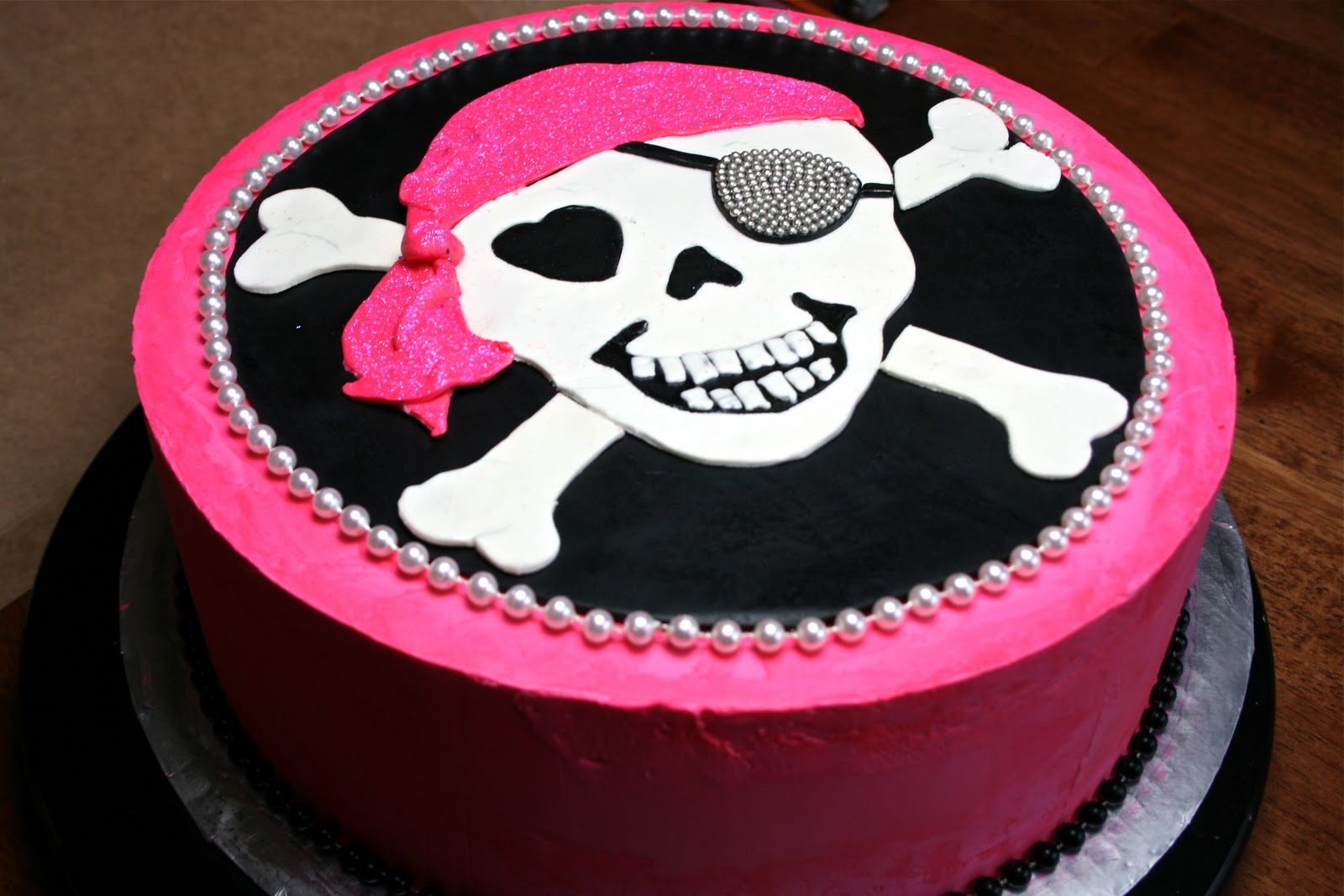 Skull Girl and crossbones cake recommend to wear in on every day in 2019