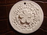 textura y flor   Colgante con textura y flor