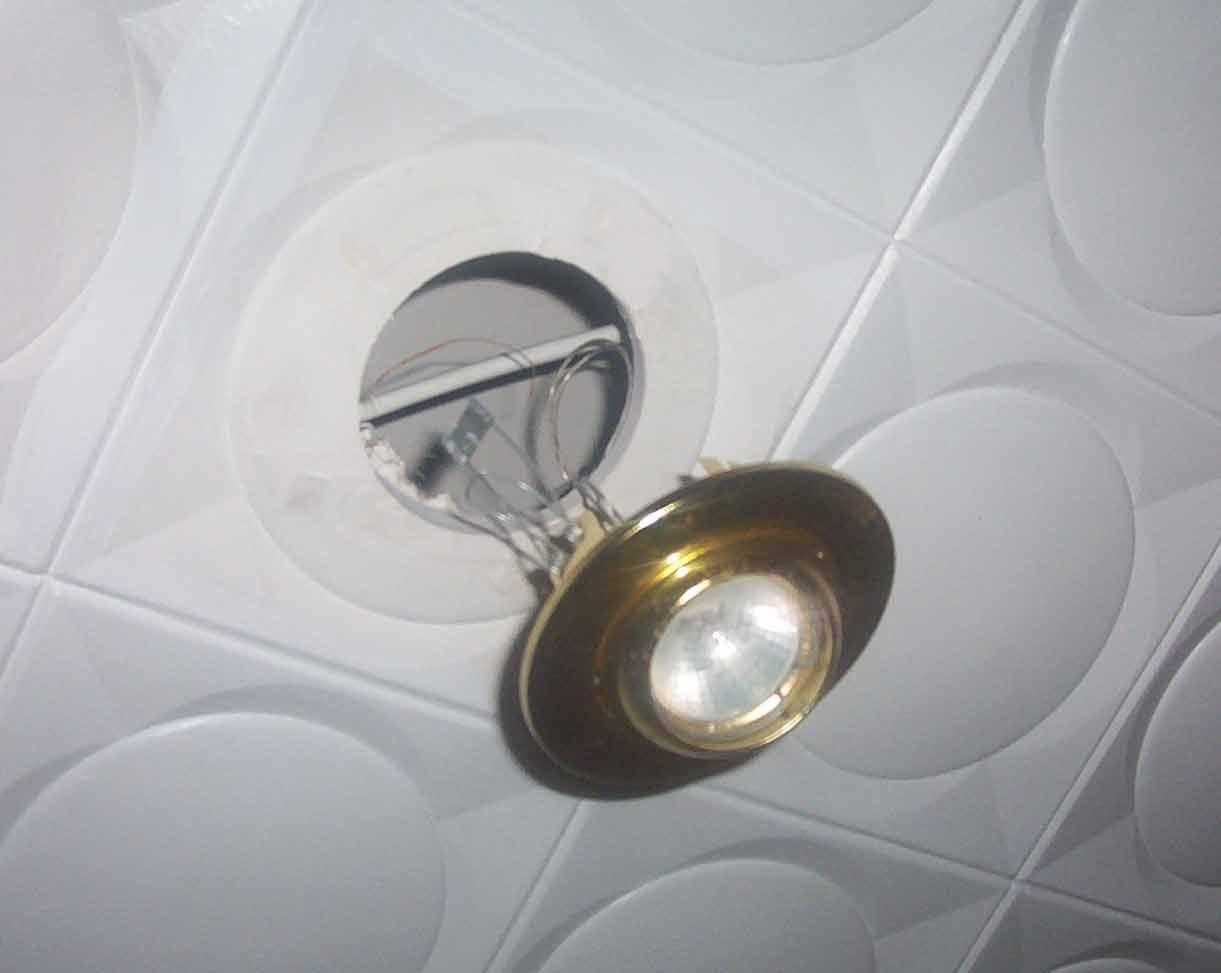 Eltallerdecarlos colocar hal genos luces hal genas for Como poner chirok en el techo