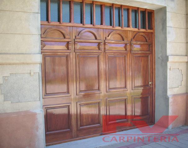Fv carpinter a porton de garage for Porton madera antiguo