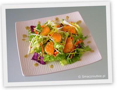 Bukiet sałat w sosie orzechowym